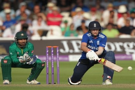 Root helps England to Lord's victory