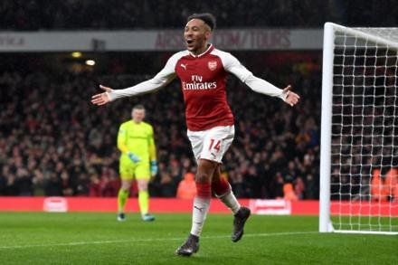 Wenger hails new boys after win
