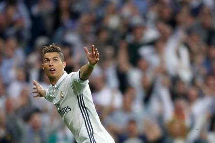 Ronaldo's double gives Real Madrid the edge over Paris St Germain