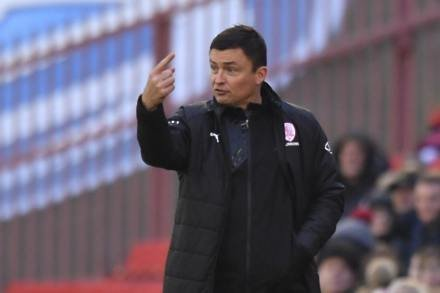 Paul Heckingbottom signs new Barnsley contract
