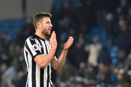 Defender lands new Newcastle deal