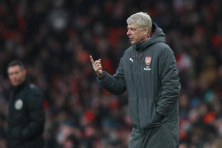 Gunners short at the back - Wenger