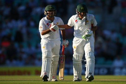 Pakistan edge ahead on second day