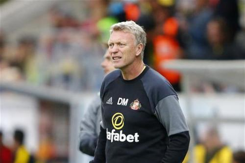 Moyes to manage defender's input