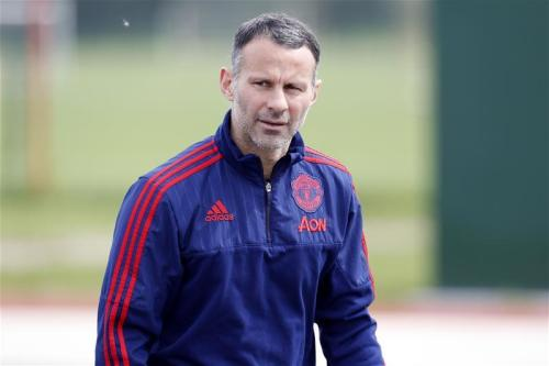 Giggs confirms Swans chat