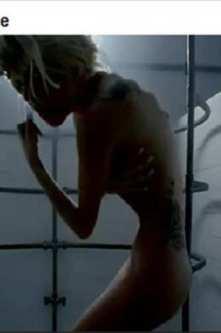 Gaga selfie Lady bathtub